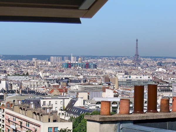 Quiet Panoramic view of Paris (no vis-a-vis)